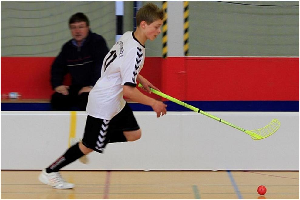 Lukas Bieger im Sprint am Ball